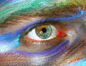 Comment maquiller les yeux bleus naturellement ?