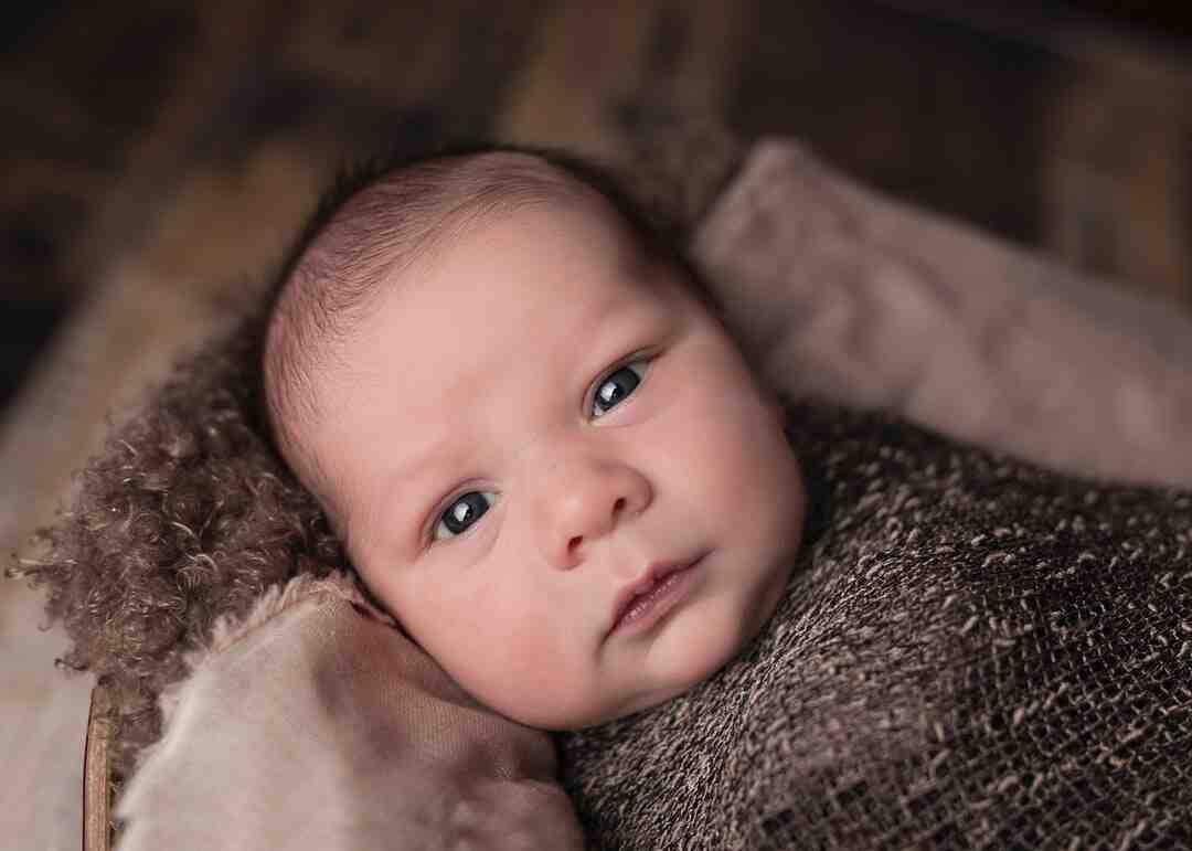 Comment bien nettoyer le cou d'un bébé ?